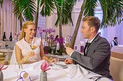 [Translate to en:] Paar im Restaurant Empire Hotel Victory